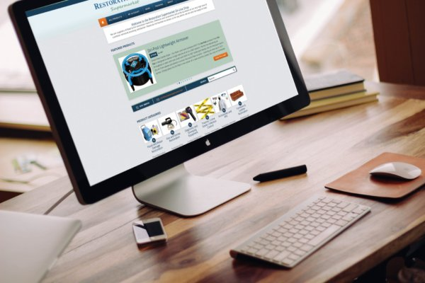 mockDrop Thunderbolt display on a table 600x400 - E-commerce webdesign for cleaning equipment supplier
