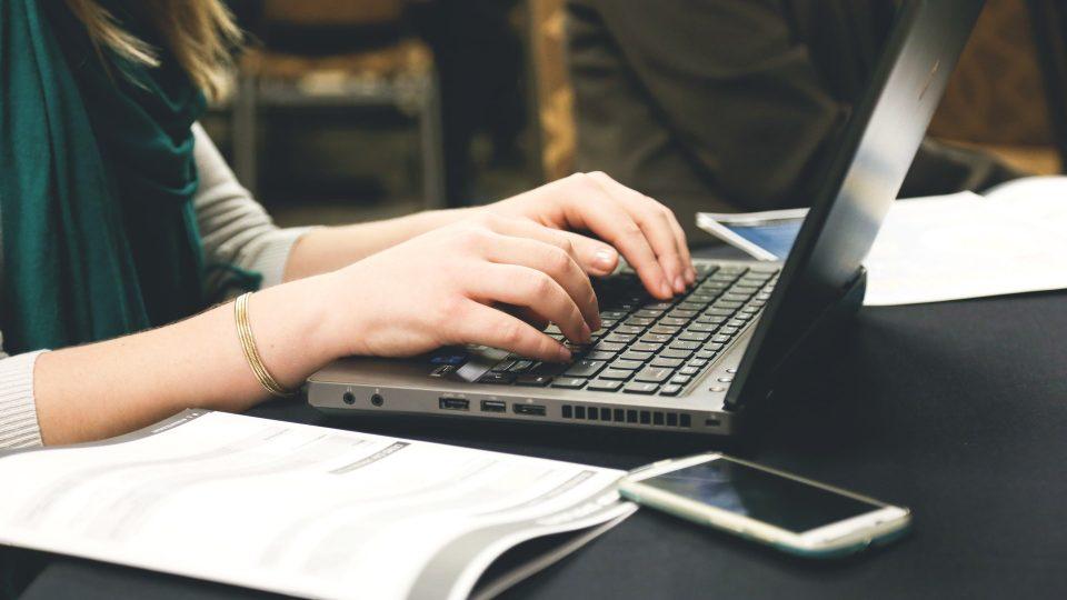 woman typing writing windows 960x540 - Blog